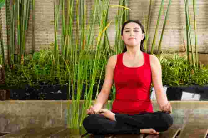 yoga, mum, mother, meditate, baby weight, exercise, woman
