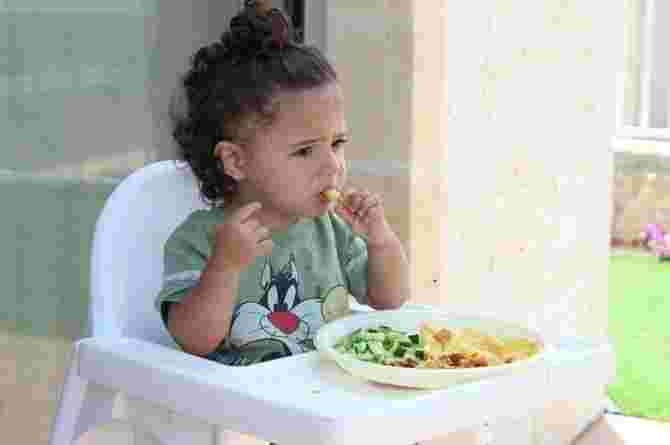 snacking, eat, child, toddler, food, meal, hungry