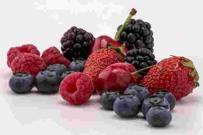Fruits to Avoid During Your First Week of Pregnancy And What to Eat Instead