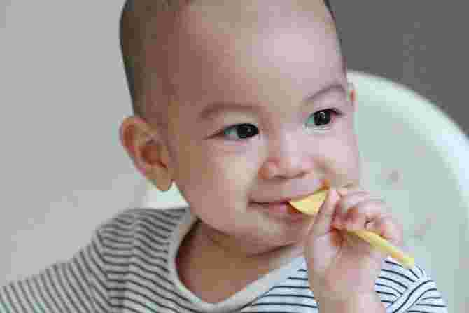 An Age-by-age Food Guide for Your Little One's Healthy Brain Development