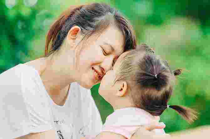 Govt: No extra benefits for unwed mums who adopt their child