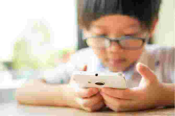 child addicted to mobile phone