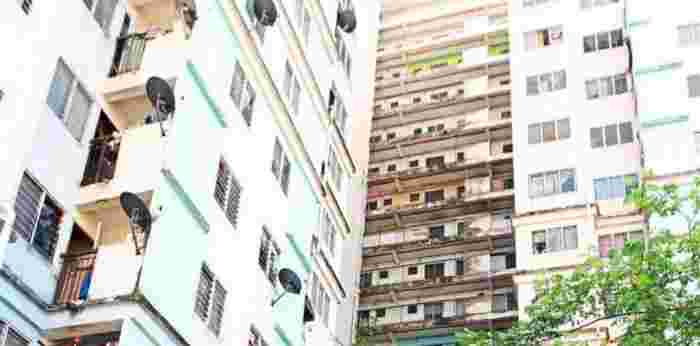 Malaysian Boy Falls From Second Floor Balcony While Trying To Enter House