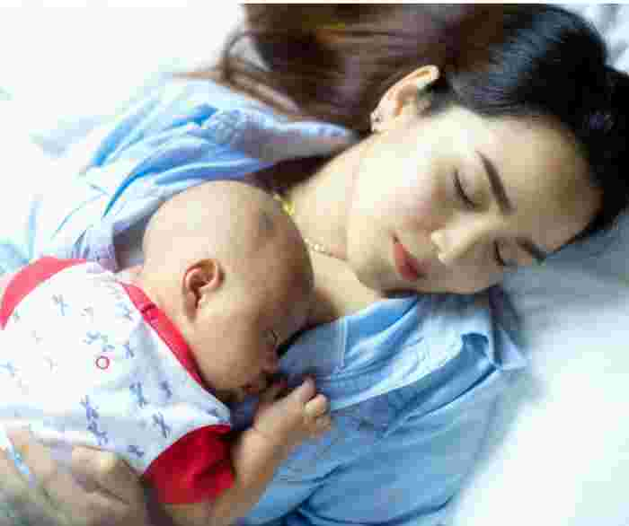 Crib or Bed: Where Should Your Newborn Sleep? Parents Split On Answer