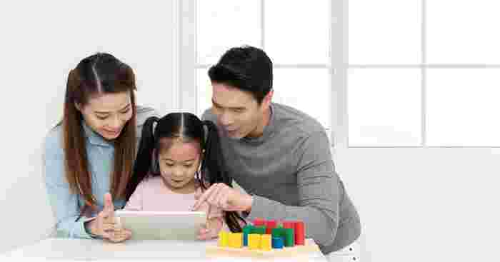 A Quick Look At How Asian Parents Teach About Money