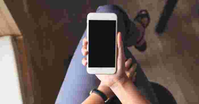 Chinese Woman Uses Mobile Phones Too Much, Suffers Hand Paralysis