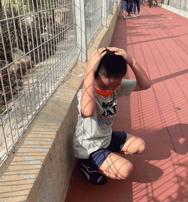 Chen Tianwen's Son Almost Hit by Golf Ball at Jurassic Mile Despite Safety Net