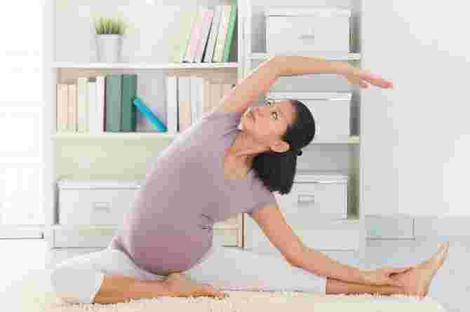 Here's Why Prenatal Yoga Is A Must For First-time Mums