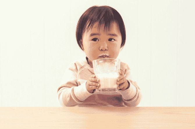 how to teach baby to feed himself with spoon