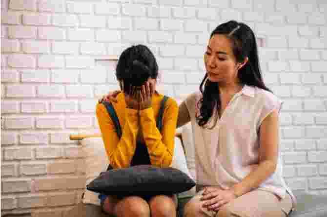 How to Talk to Your Daughter About Her Period?