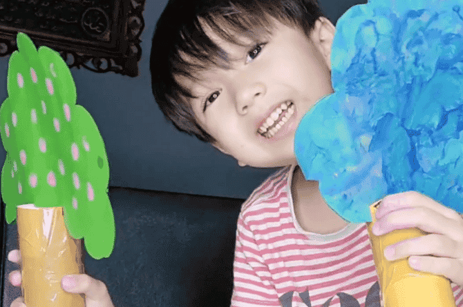 S'pore Mum Has Found A Creative Way To Keep Her 3-Year-Old Engaged
