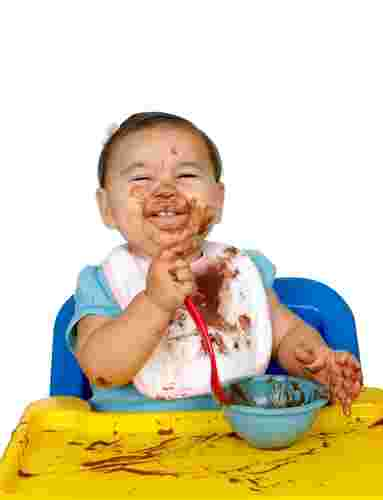 Introducing solid foods to your baby in 4 easy steps