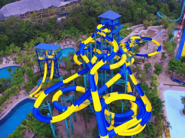 Escape Waterplay is located in Teluk Bahang, Penang. The water theme park features about 20 rides including the Tube Racer @ Rainbow Slide, Banana Flip and more.    Entrance fee:  Adult: RM136  Children & Senior Citizen: RM90