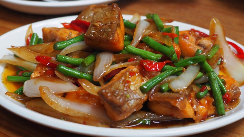 Stir-fried Salmon with Vegetables