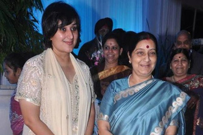 sushma with daughter