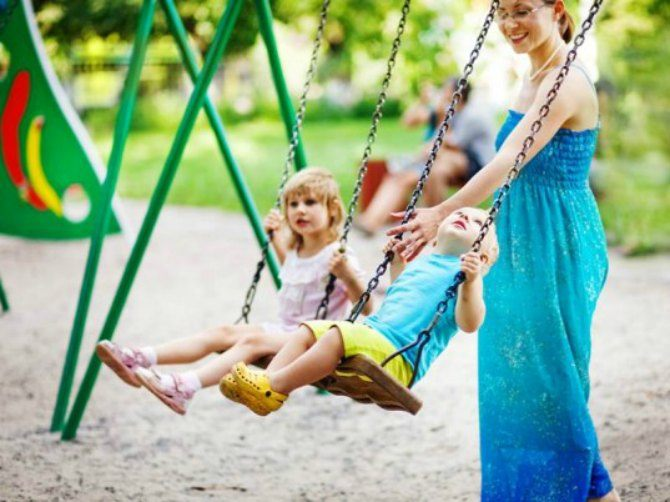 bench-free-parks-for-active-parents-537x402