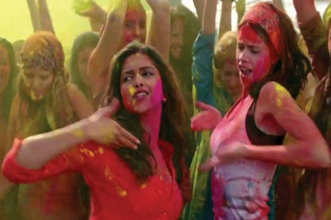 src=http://hindi admin.theindusparent.com/wp content/uploads/sites/10/2016/03/holi deepika cropped.jpg इस साल Without Water होली खेलने के नायाब तरीके