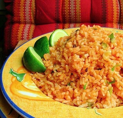 src=http://hindi admin.theindusparent.com/wp content/uploads/sites/10/2016/04/5 Mexican rice.jpg Mouthwatering! 7 अंतर्राष्ट्रीय Rice Dish जिसे आपकी फॅमिली पसंद करेगी