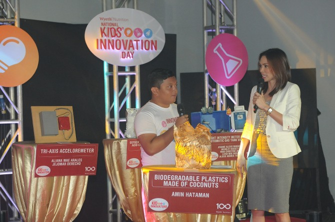 Amin Hataman discusses his biodegradable plastic project with event host, Issa Litton