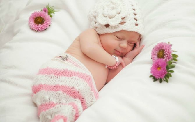 Cute-baby-girl-sleeping-with-smile-HD-photos-images-wallpapers-download