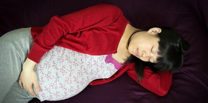 How to get some much needed sleep in the 3rd trimester