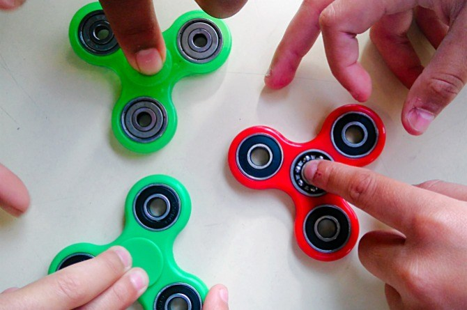 what are fidget spinners