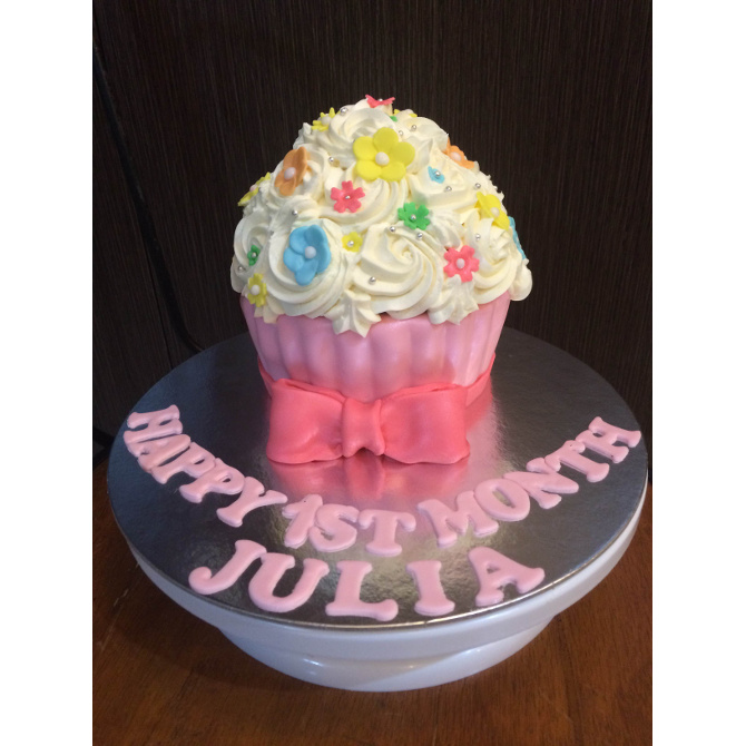 Julia's giant cupcake for her 1st month