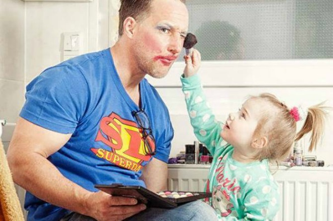 This dad isn't only the test subject of his daughter's budding career as a make-up artist, he's also her assistant! (Notice how he's holding her palette so dutifully?)