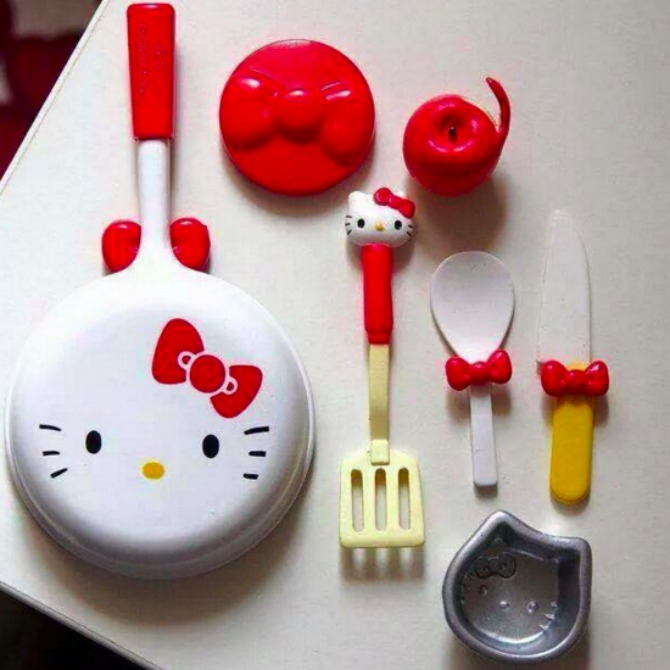 Of course, your Hello Kitty kitchen would not be complete without utensils!