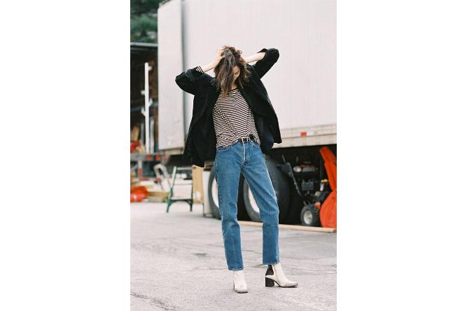 Mom jeans go well with baggy tops and coats for that slouchy-sexy just-got-out-of-bed look
