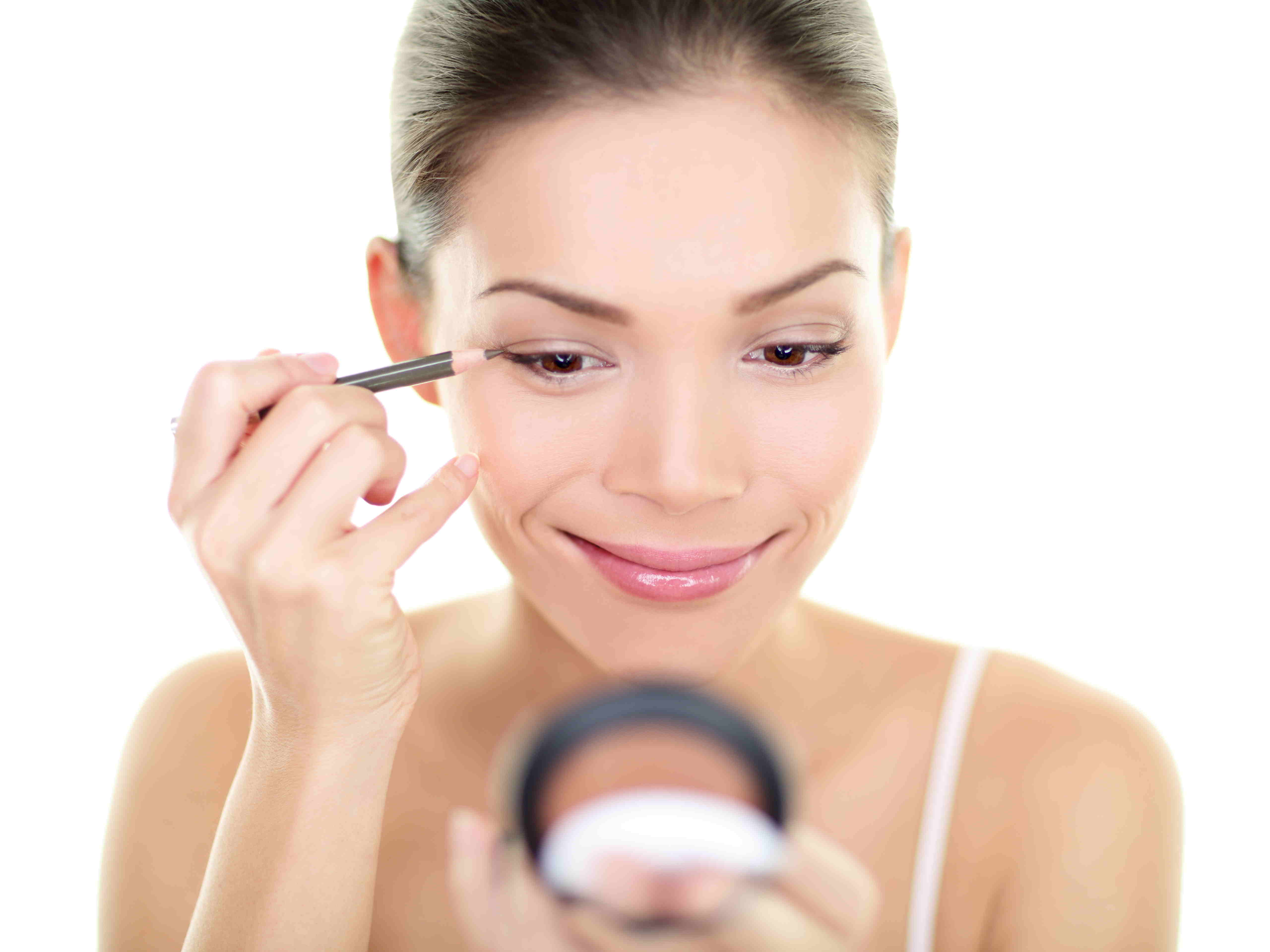 How to declutter your bathroom: Quick tip on organizing your make-up