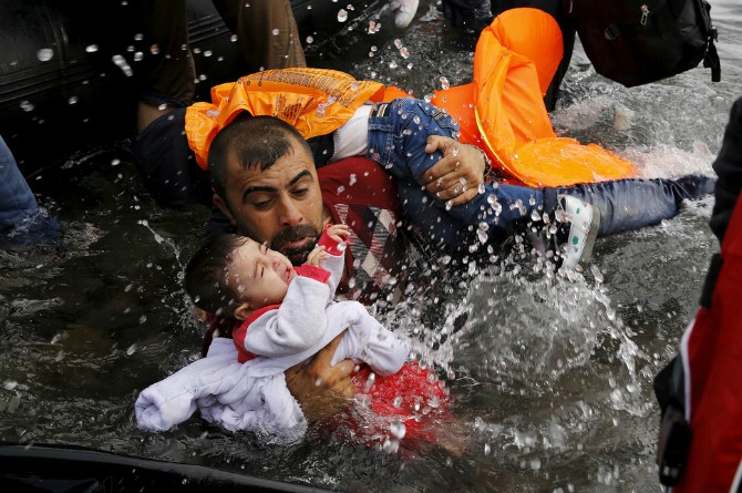 Stunning images of Syrian fathers risking their lives for children on refugee trail