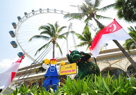 LEGOLAND Mascots Buddy and Ollie wish all Singaporeans a Happy National Day LEGOLAND® mascots at Singapore Flyer