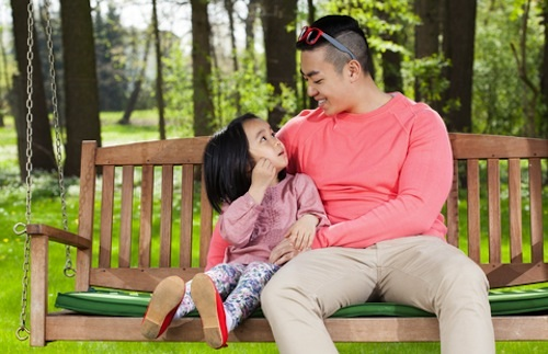 dadtalkingtodaughter How to discipline your child without making him resent you