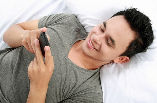 5 types of romantic text messages to send to your husband!