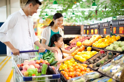 family shopping Healthy eating tips for picky eaters