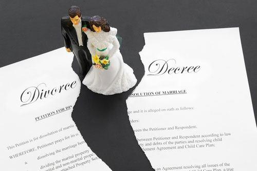 Singaporean couples fake divorcing for some extra cash