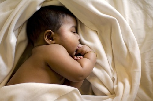 src=https://sg admin.theasianparent.com/wp content/uploads/sites/12/2013/06/shutterstock 1007098302.jpg 4 reasons why your baby is waking up at night again