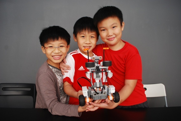 Kids learn about science through robots!