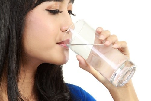 5 wonders of water – Drinking 3 litres of water a day takes 10 years off your face!