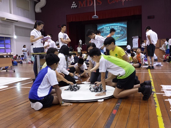 Kids battle it out – one robot at a time
