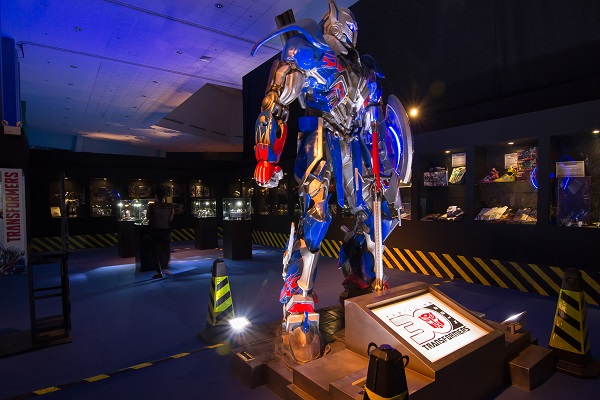 JEM8043 Win tickets to Science Centre & Transformers exhibition for the whole family (worth $140)!