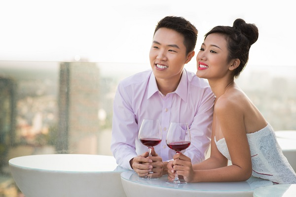 src=https://sg.theasianparent.com/wp content/uploads/2015/06/romantic date.jpg Dating tips: Couples that play together, stay together
