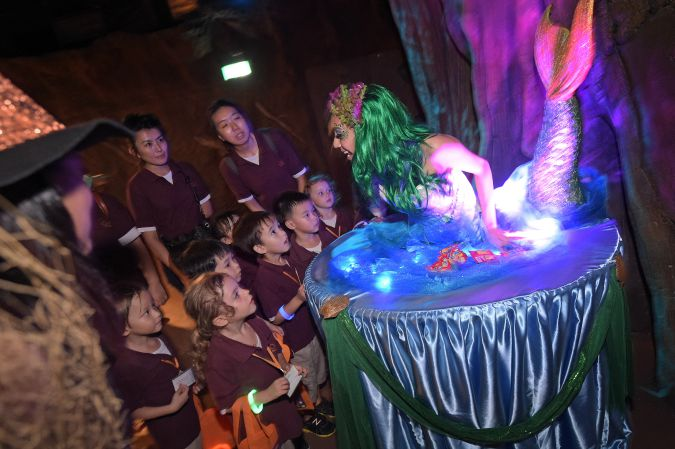 Safari Boo - Encounters with fairytale characters