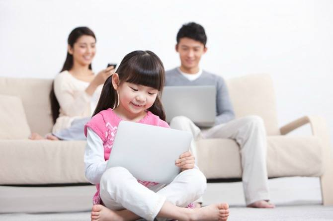 children and screen time, computer, digital, media, laptop, iPad, online