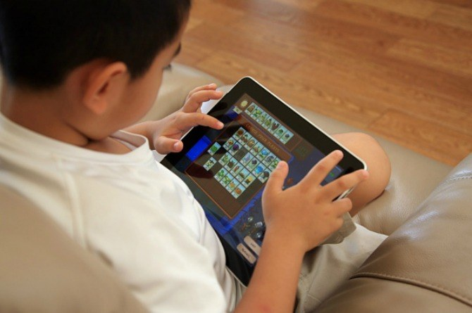 children and screen time, online, media, laptop, iPad