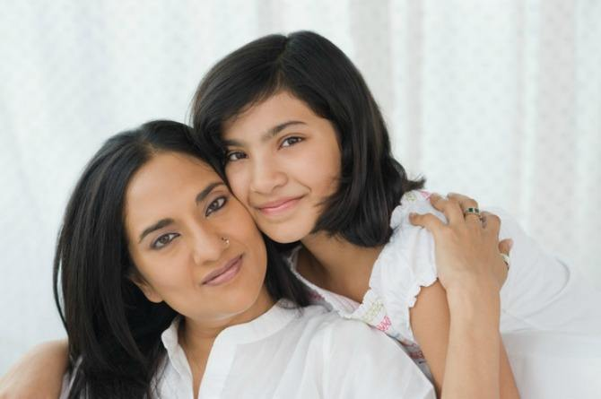 How to relate to your tween, preteen, puberty, mother, daughter, child, mum, bonding, happy, hugging, smile