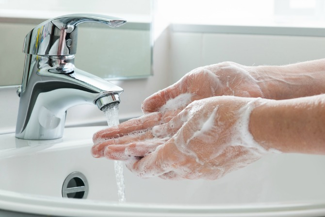 wash your hands before holding a newborn