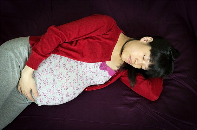 sleeping positions, mum, mother, pregnant, pregnancy