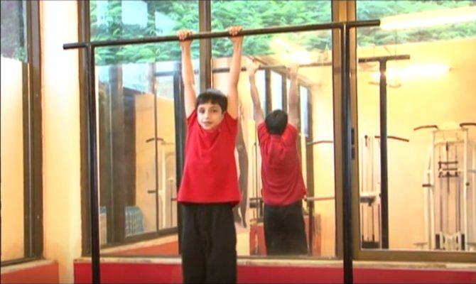 rsz hanging 4 easy exercises to help your kids grow (much) taller